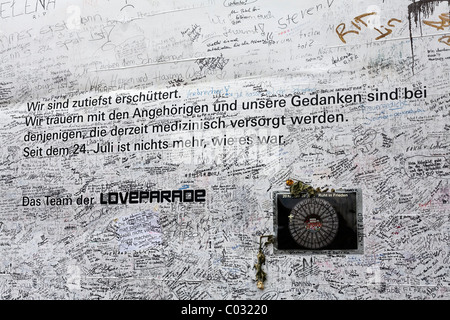 Poster with sympathetic notes of the organizers, scrawled with signatures and messages, to remember the victims - Stock Photo