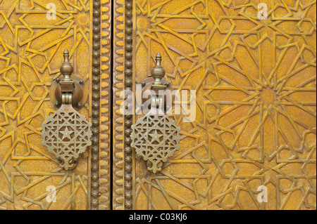 Detail, brass door knocker at the entrance to the Royal Palace, Dar el Makhzen, Fez, Morocco, Africa - Stock Photo