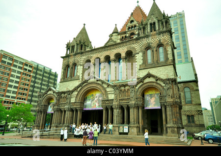 Church member gathering outside of Trinity Church, Boston. - Stock Photo