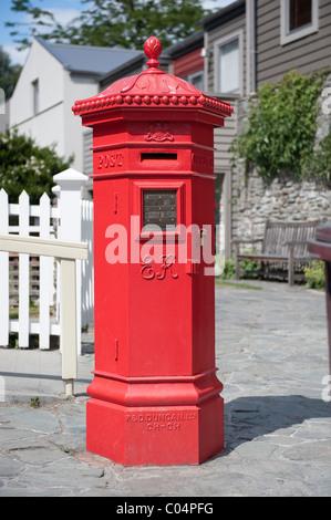 A rare hexagonal Edward VII PENFOLD pillar box  outside the Post office in Arrowtown, New Zealand - Stock Photo