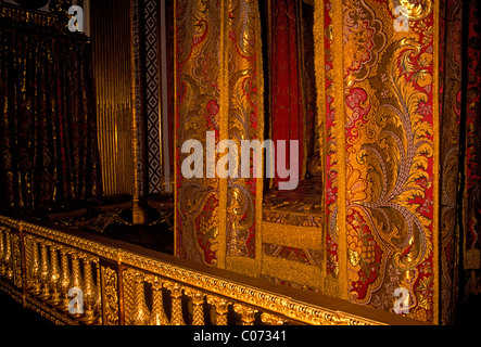 silk thread, brocade, Kings Bedchamber, Chambre du Roi, Palace of Versailles, city of Versailles, Ile-de-France, - Stock Photo