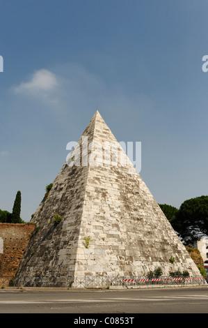 Cestius Pyramid, Piramide di Caio Cestio, Piazzale Ostiense, Rome, Italy, Europe - Stock Photo