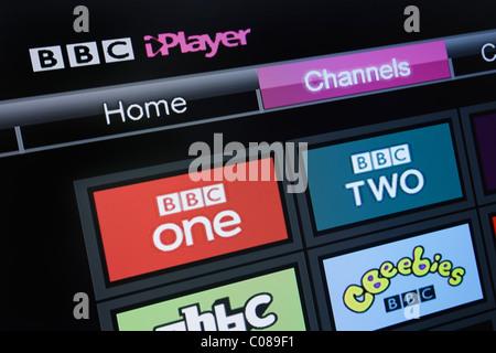 UK, Europe. Close-up screenshot of a flatscreen television showing BBC iPlayer channels on Freesat screen - Stock Photo