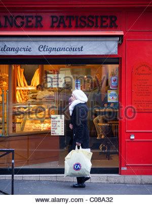 Shop store shopping - PATISSIER  - Paris France - Stock Photo