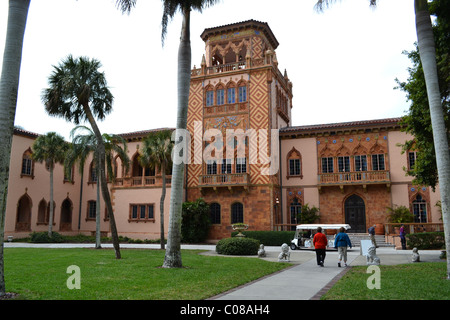 Spanish tiles and pink stucco decorate the Venetian style mansion Ca d'Zan, home of circus impresario John Ringling - Stock Photo