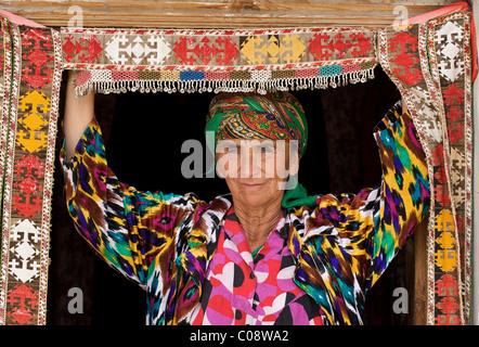 Portrait of an Uzbeki woman in colourful Uzbeki style dress. Bukhara, Uzbekistan - Stock Photo