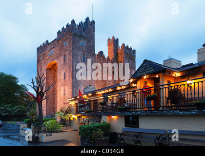 Bunratty Castle and Durty Nelly's restaurant, County Clare, Ireland, British Isles, Europe - Stock Photo