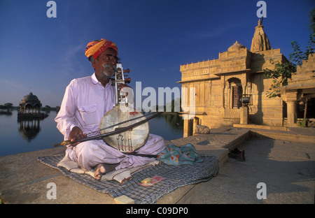 Busking at Gadi Sagar with Hindu temple, Jaisalmer, Rajasthan, India, Asia - Stock Photo