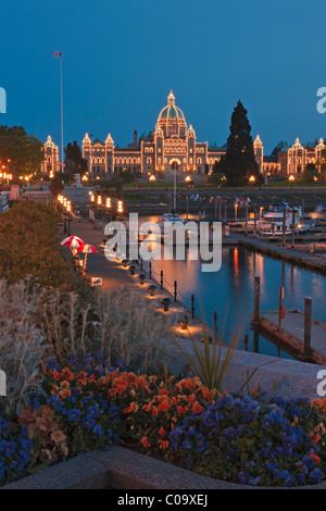 Victoria's Inner Harbour illuminated at twilight with the BC parliament buildings in the background, Victoria, Vancouver - Stock Photo