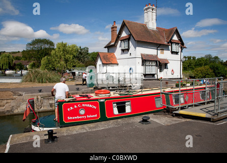 Canal boat in Goring Lock, Goring and Streatley, Berkshire - Stock Photo