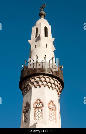 Aegypten, Luxor, Luxor-Tempel (Ipet-resit), Minarett der Moschee des Heiligen Abu el-Haggag auf dem Tempelgelände - Stock Photo