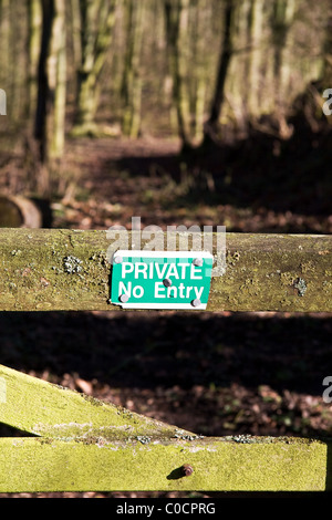 No entry sign on gate, woodlands, Hertfordshire, England, UK - Stock Photo