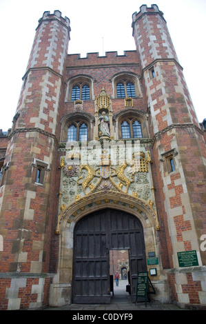 St Johns College Gate in Cambridge - Stock Photo