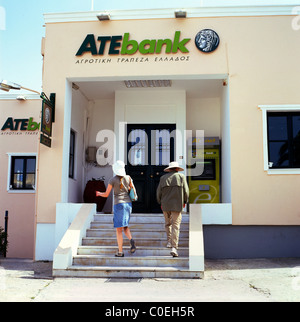 Tourists going to use the ATM cash machine at the ATE Bank Santorini, Greek Islands, Greece EU  KATHY DEWITT - Stock Photo
