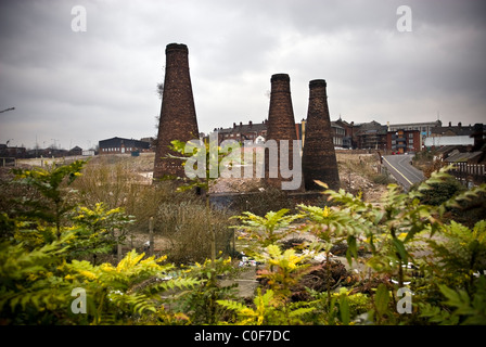 Old redundant pottery kiln chimneys and factories in Stoke-on-Trent, Staffordshire, UK - Stock Photo