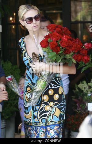 Heidi Klum Buys Flowers At The Empty Vase On Santa Monica Blvd Los