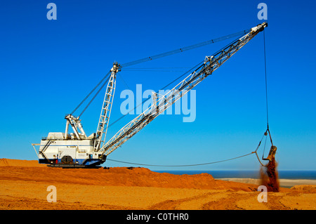 Earthworks with a dragline excavator in the De Beers Namaqualand Mines, Kleinzee, Namaqualand, South Africa - Stock Photo