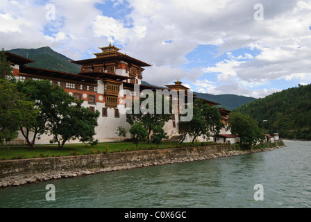 Punakha Dzong is located at the confluence of two rivers, Punakha, Bhutan - Stock Photo