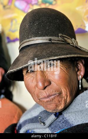 Portrait of a woman wearing a felt hat, Quechua, Bolivian Altiplano highlands, Departamento Oruro, Bolivia, South - Stock Photo