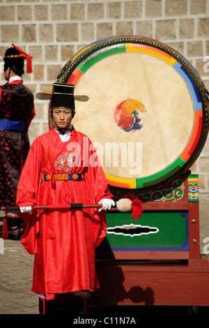 Bass drum at the ceremony of the guards in front of the Deoksugung royal palace, Palace of Longevity, in the Korean - Stock Photo