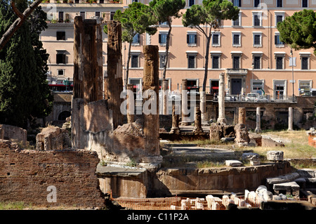 Ancient round temple, Area Sacra Argentina, Largo Torre Argentina square, Rome, Lazio, Italy, Europe - Stock Photo