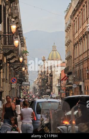 A view of Via Maqueda street, the central to life in Palermo that lies next to the Piazza Giuseppe Verdi. - Stock Photo