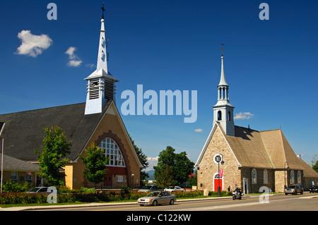 New church, left, and Saint-Pierre-et-Saint-Paul Church, historic monument in the town of St-Pierre-de-l'Ile-d'Orleans - Stock Photo