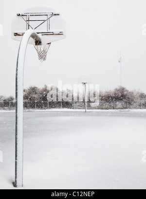 USA, New York State, Rockaway Beach, basketball hoop in winter - Stock Photo