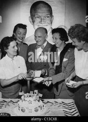 US Elections. From left: Alabama director of women's GOP activities Pearle H. Wates, Betty Davidson, Alabama Republican - Stock Photo