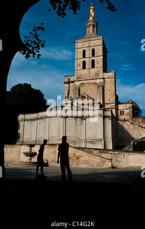 Hip-Hop dancers in front the Papal Palace in Avignon, South-Est of France. - Stock Photo