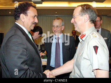 Federal Minister for Interior, A.Rehman Malik shakes hand with Gen.Sir David Richards Chief of the General Staff - Stock Photo