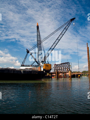 Huge crane - The General works on new Port Mann bridge over the Fraser River between Port Coquitlam and Surrey, - Stock Photo
