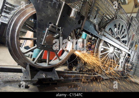 Sculptor Jon Mills welds the frame of his lifesize two-dimensional artwork based on the steam train 'Jenny Lind' - Stock Photo