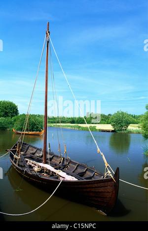 viking longboat stock photo royalty free image 31136393 alamy. Black Bedroom Furniture Sets. Home Design Ideas