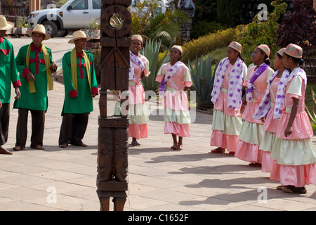 Men and Women Singers and Dancers entertaining tourist customers in the grounds of an hotel. Antsirabe, East central - Stock Photo