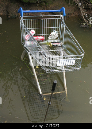 Shopping trolley dumped in stream - Stock Photo