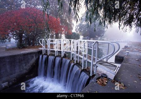 France, Tarn et Garonne, Lateral canal, Gregonne lock - Stock Photo