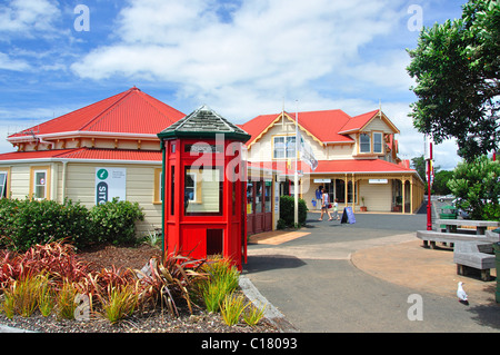 Tourist information and tour booking building on foreshore, Paihia, Bay of Islands, Northland Region, North Island, - Stock Photo