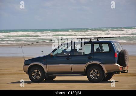 4WD vehicle driving on Ninety Mile Beach, Northland Region, North Island, New Zealand - Stock Photo