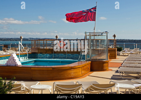 Swimming Pool On The Cunard Line Queen Elizabeth Ship Stock Photo 58939263 Alamy