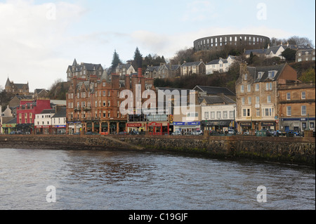 The seafront at Oban with McCaigs Tower on top of the hill, Argyll & Bute, West Coast of Scotland - Stock Photo