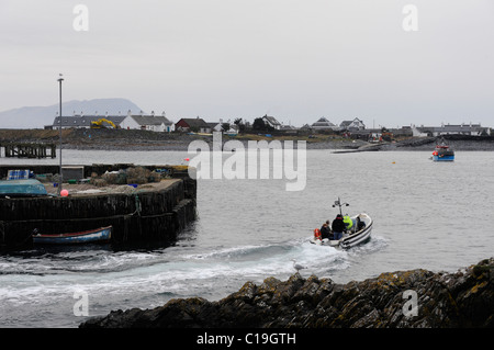 The small ferry makes the short crossing from Easdale on Seil Island to Easdale Island seen here in the near distance - Stock Photo