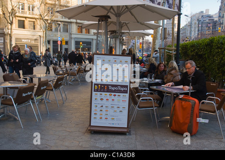 People eating outside at a tapas bar cafe gracia district - Restaurant passeig de gracia ...