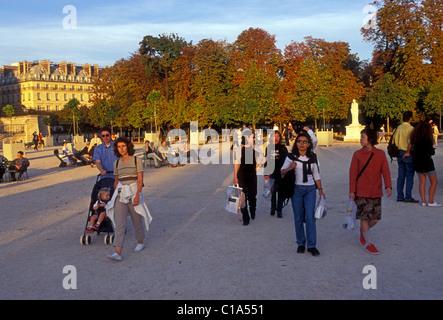 French people men and women friends getting together walking in Tuileries Garden, Jardin de Tuileries, Paris, Ile - Stock Photo