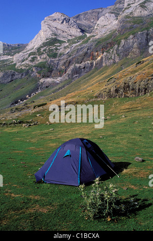 France, Hautes Pyrenees, unauthorized camping in the cirque of Gabiedou in Troumousse valley - Stock Photo