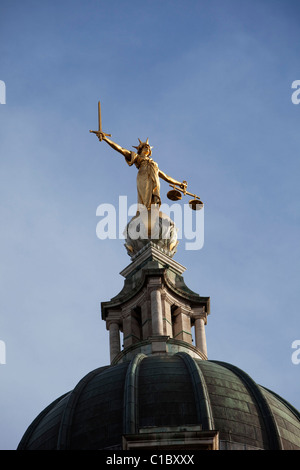 The Lady of Justice statue atop The Central Criminal Court in England, commonly known as the Old Bailey - Stock Photo