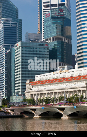 The Fullerton Hotel and central business district.  Marina Bay, Singapore - Stock Photo