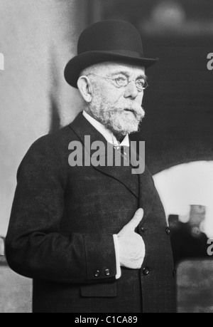 German physician Robert Koch (1843 - 1910) - winner of the Nobel Prize in Physiology or Medicine in 1905 for his - Stock Photo