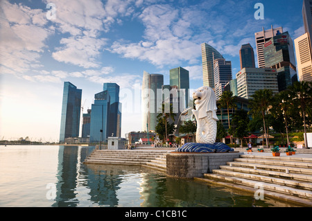 The Merlion Statue with the city skyline in the background, Marina Bay, Singapore - Stock Photo