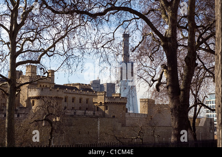 Ancient and Modern. The Shard, 32 London Bridge by architect Renzo Piano begins to dominate the city landscape as - Stock Photo